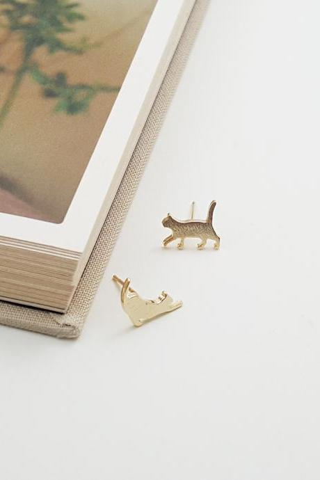 Stretching Cat post earring in gold | Minimalist Animal Jewelry