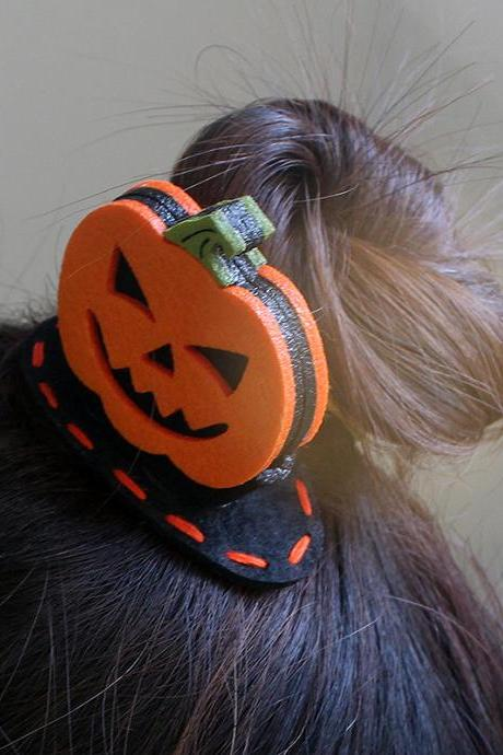 Free shipping, Pumpkin hair clip for girls Felt hair clip Halloween hair clip Pumpkin barrette Baby hair clip Holiday hair clips Girls